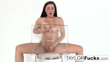 Sexy Taylor Gets Nude