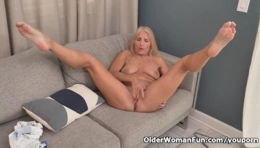 Florida Gilf Chery Leigh Needs To Knead Her Pantyhosed Pussy