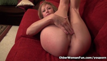 Sexy Mummy Sally Steel Shares Her Tasty Honeypot With Us