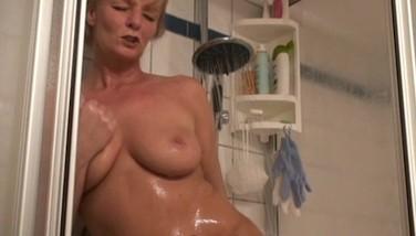 Nackte Frauen In Der Dusche
