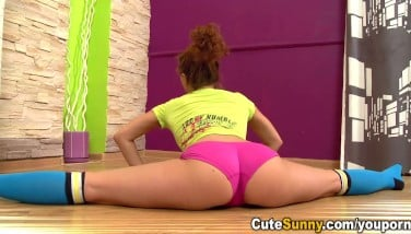 Cute Sunny  Red-hot Bare Teeny Leaning Over And Doing The Splits